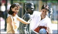 Paar am Stadtbrunnen