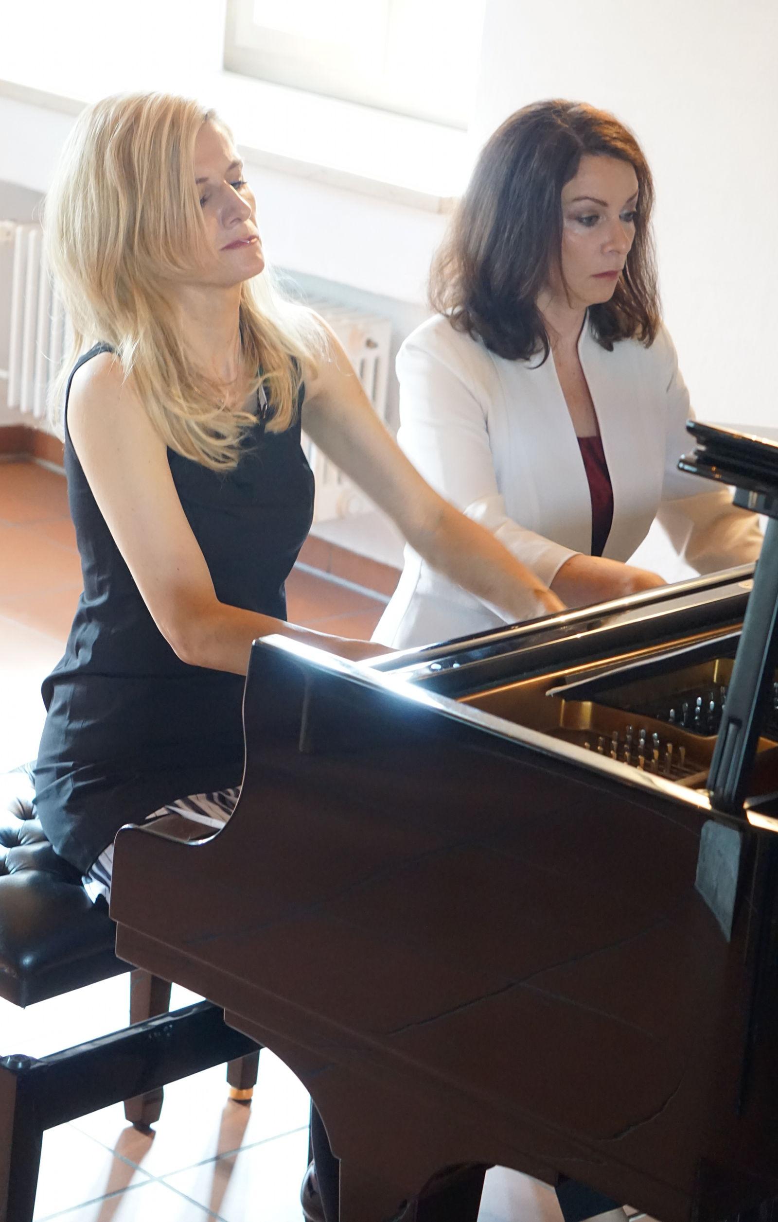 Stunde der Kammermusik mit den Schwestern Anna und Ines Walachowski; Photo von Daniel Baz
