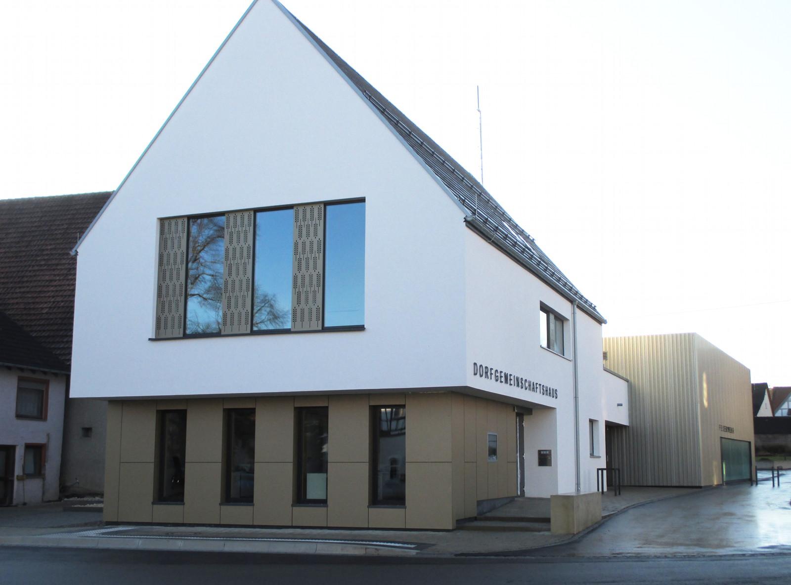 Ortsverwaltung Feldstetten mit Dorfgemeinschafts- und Feuerwehrhaus.JPG