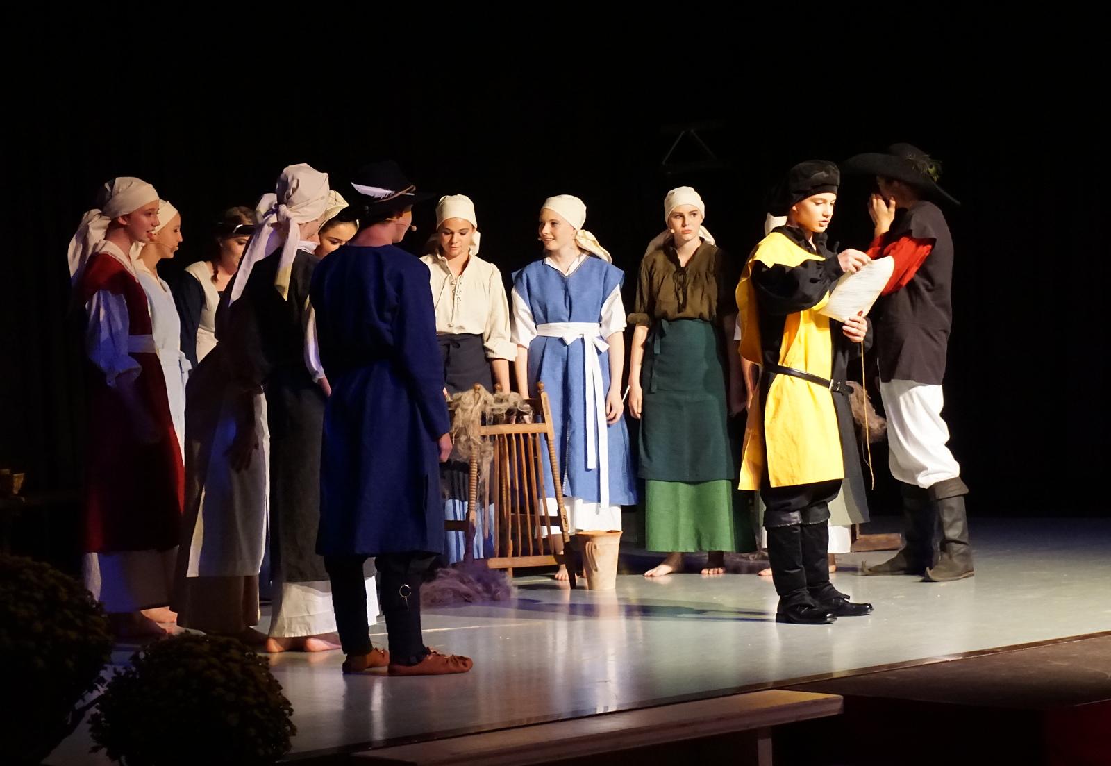 Verlesung des Stadtbriefs von 1364 durch die Theater-AG der Erich-Kästner-Schule und der Anne-Frank-Realschule