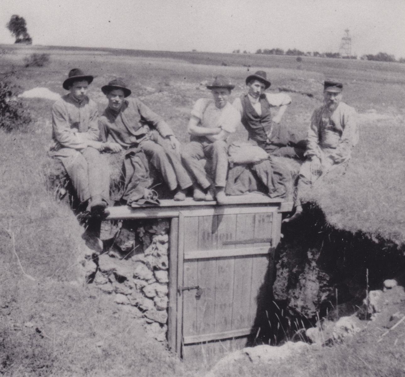 Der Höhleneigang um 1900