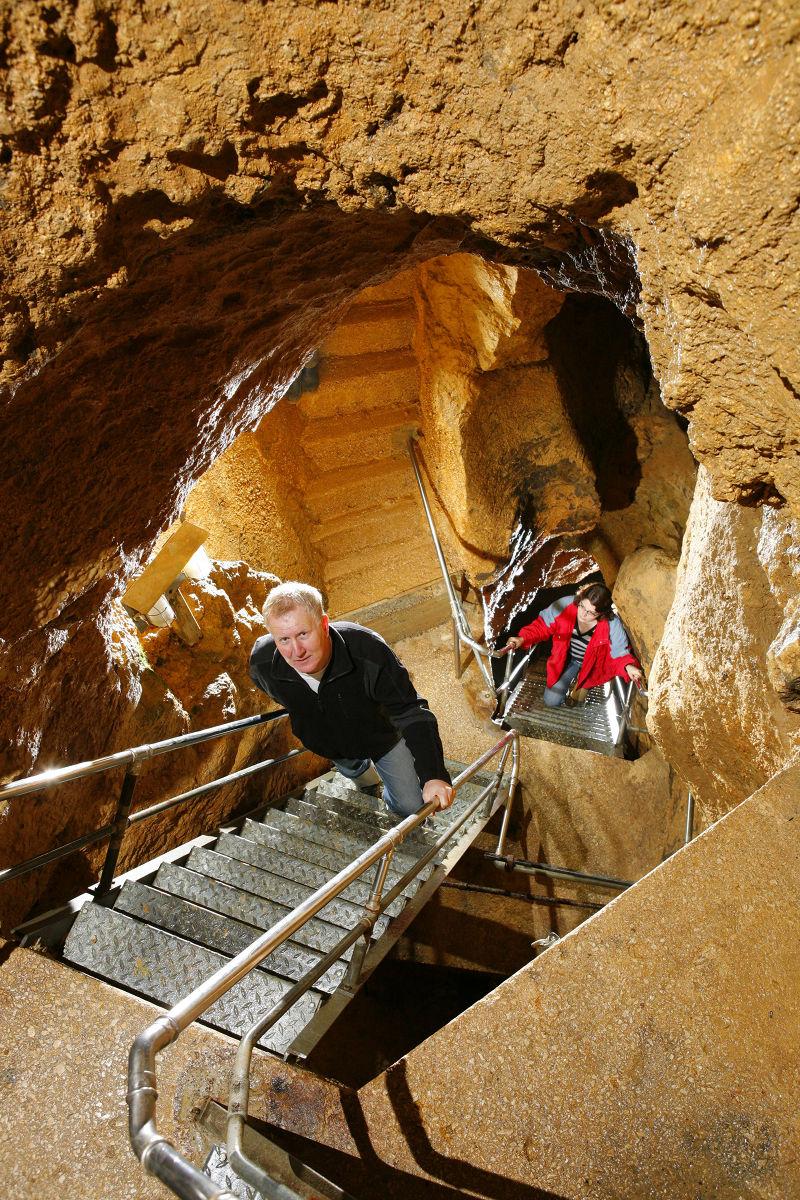 Die Schauhöhle heute, Abstieg in die Große Halle in 40 m Tiefe