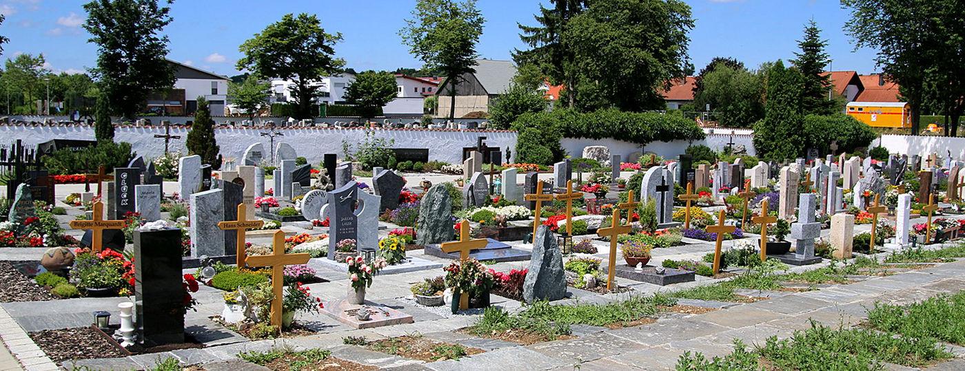 Gräberfeld im Friedhof Laichingen