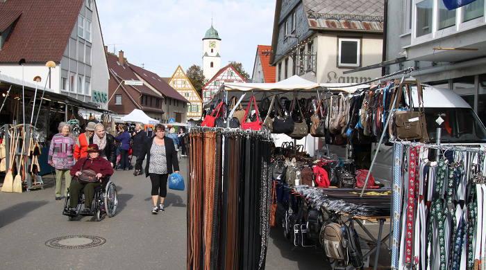 Markt in der Weite Straße in Laichingen