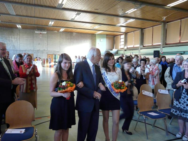 Partnerschaftspräsident Scheible mit Festdamen