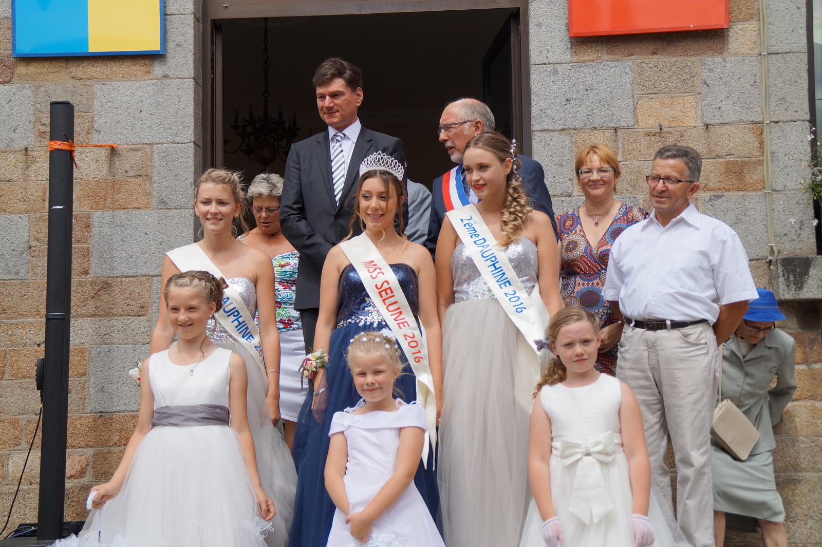 Bürgermeister Klaus Kaufmann und Bürgermeister Denis Laporte mit Miss Selune und ihrer Prinzessinen