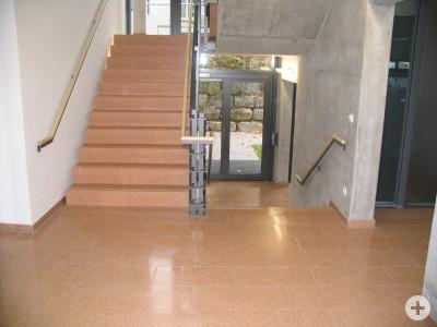 Keilstufen, Bodenplatten aus Blockbeton