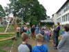 Rektorin Anne Dorothee Schmid und Bürgermeister Klaus Kaufmann geben die Kletterlandschaft für die Schülerinnen und Schüler frei