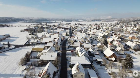 Drohnenfoto Feldstetten von oben mit Schneebedeckten Dächern