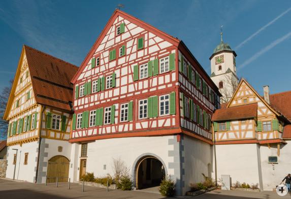Außenansicht der Kirchenburg, in der das Weberei- und Heimatmuseum untergebracht ist