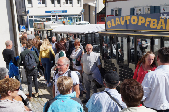 """Vor der Abfahrt mit dem """"Zügle"""" durch das """"Neue Laichingen"""""""