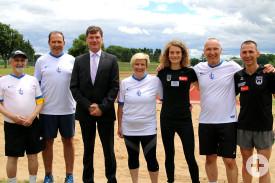 Die Staffelmannschaft des TSV Vorstandes mit Bürgermeister Klaus Kaufmann, Alkna Reh und deren Trainer