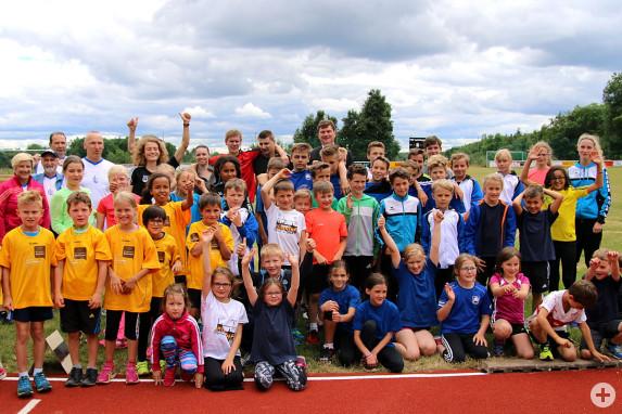 Gruppenbild mit den Athleten und Bürgermeister Klaus Kaufmann und Alina Reh
