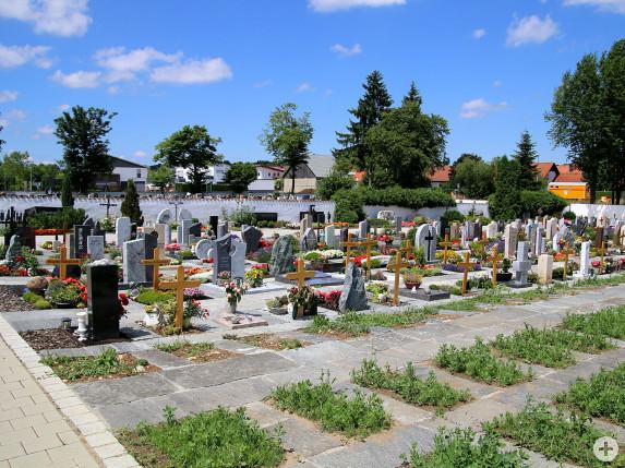 Der Gemeinderat vergab die Landschaftsbauarbeiten an die Firma Garten- und Landschaftsbau Neziri, Albstadt zum Angebotspreis von 34.657,74 Euro.