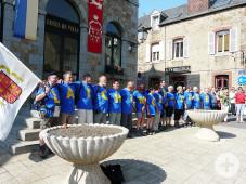 Einmarsch der Wandergruppe am 3. Juni 2011 zum 25-jährigen Jubiläum in Ducey