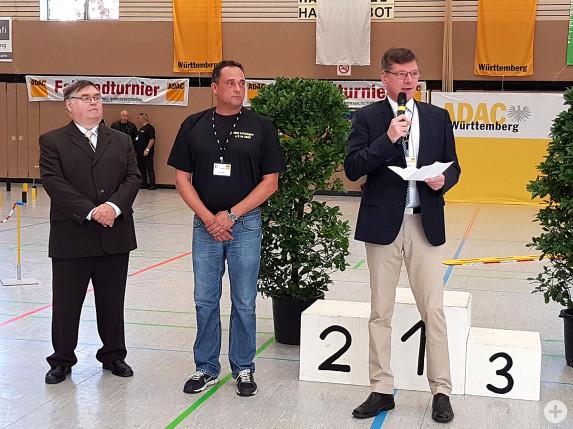 Bürgermeister Klaus Kaufmann eröffnet das ADAC Jugendfahrradturnier in der Jahnsporthalle Laichingen