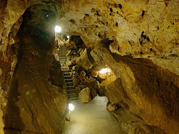 Blick in die Laichinger Tiefenhöhle
